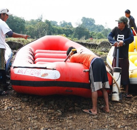 Rafting on Kundalika Summer Camp